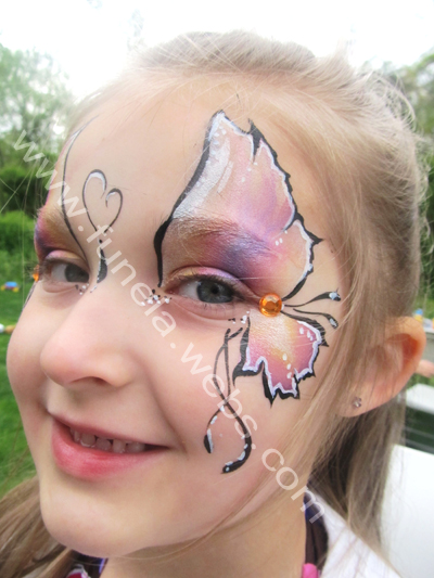 face_painting_purple_pink_butterfly