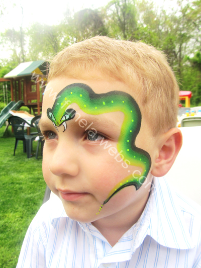 face_painting_boy_desing_green_snake_above_eye