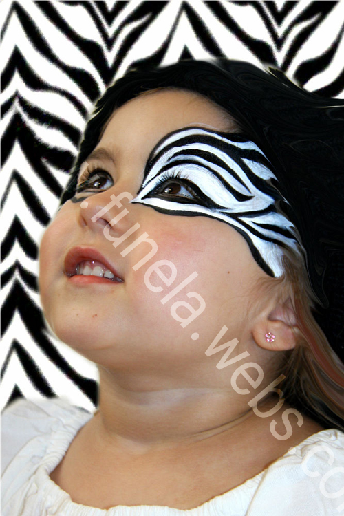 face_painting_girl_black_white_zebra_design