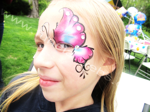 face_painting_one_eye_desing_pink_blue_white_butterfly