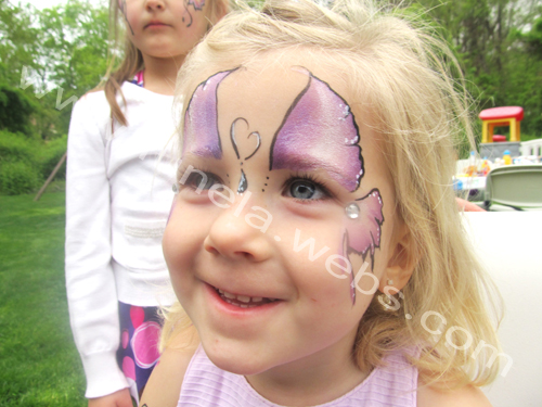 face_painting_purple_white_butterfly_design