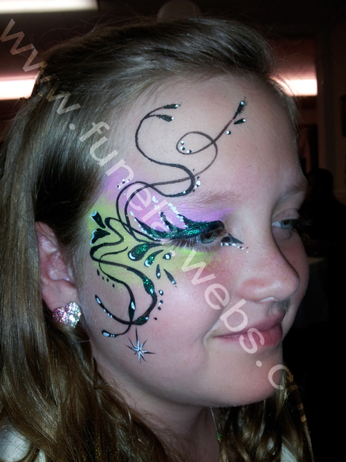 face_painting_teeneger_eye_design_green_pink
